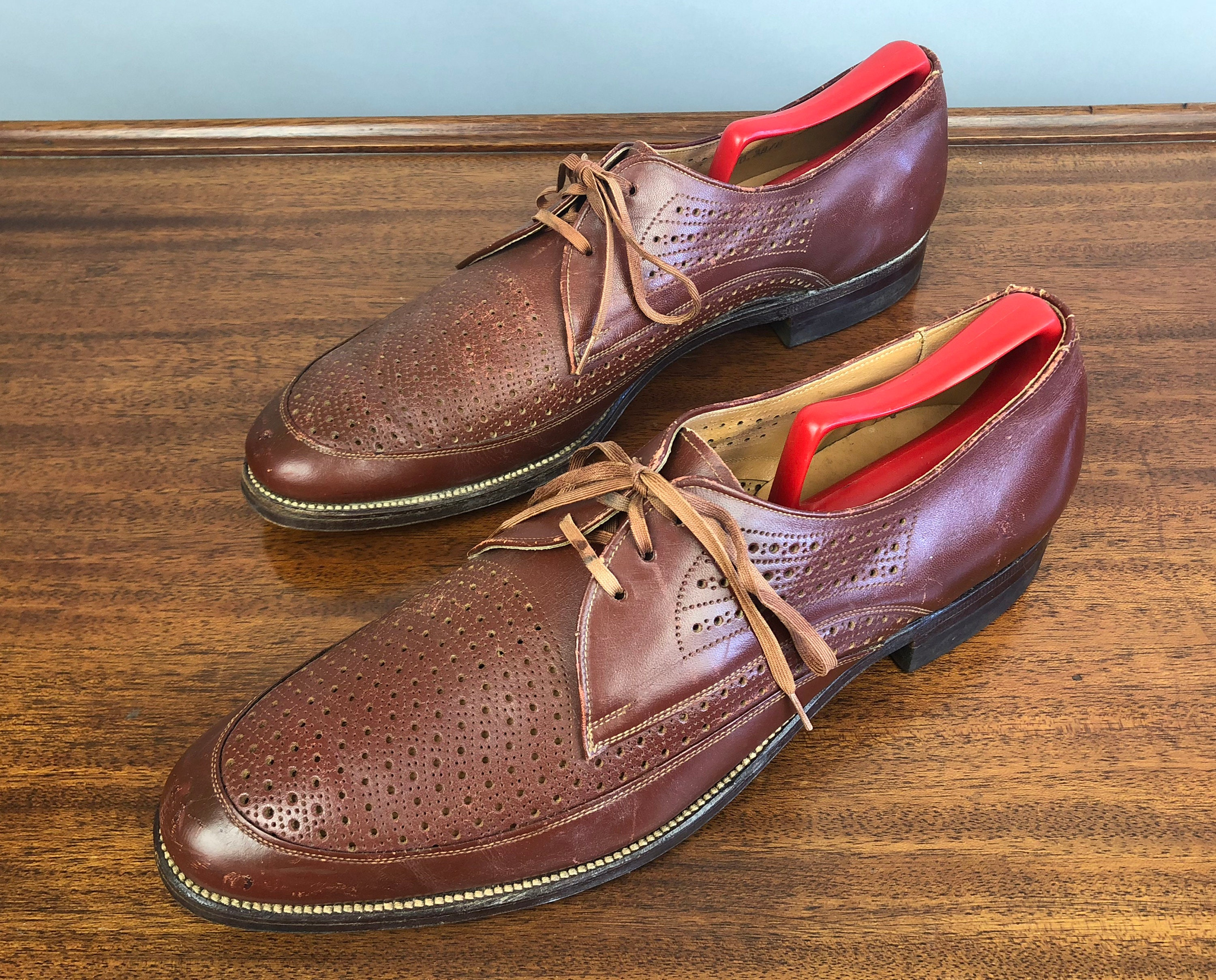 New 1930s Mens Fashion Ties 1930S Ventilated Broguing Oxfords  Vintage Rare 30S Mens Gingerbread Brown Leather Shoes With Apron Toe By The Roblee Shoe Size 11.5 $22.00 AT vintagedancer.com