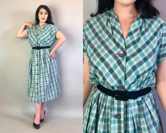 1950s Blue & White Plaid Dress | Vintage 50s Tartan Cotton Frock w/Gold Metallic Thread Accent and Cuffed Cap Sleeves Volup | Extra Large XL