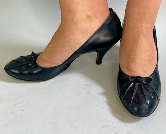 """1950s Pleasantly Pleated Pumps 