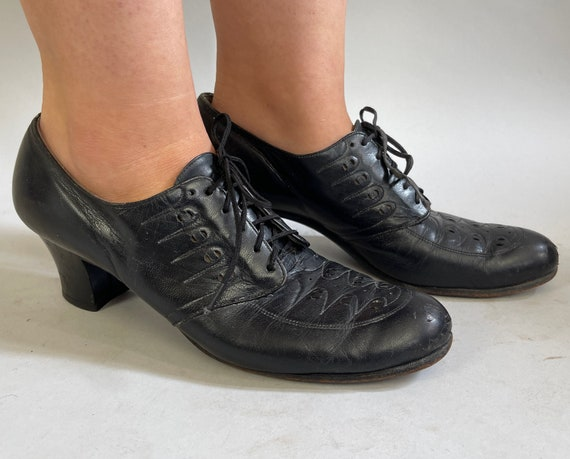 1940s Darling Decorated Lace Up Oxfords | Vintage 40s Black Leather Low Heel Nurse Shoes with Top Stitching and Perforations | Size 9.5 US