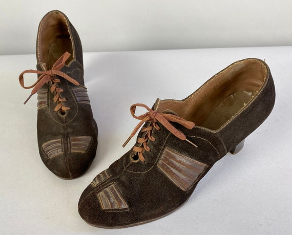 1930s Glorious Gatsby Heels | Vintage 30s Espresso Brown Suede with Pleated Leather Fan Panels & Topstitching Lace Up Shoes | Size US 5-6