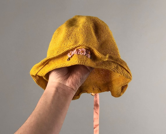 Vintage 1920s Hat | 20s Yellow Knit Kids Child's Toddler's Cloche Cap With Ribbon Flowers and Bow
