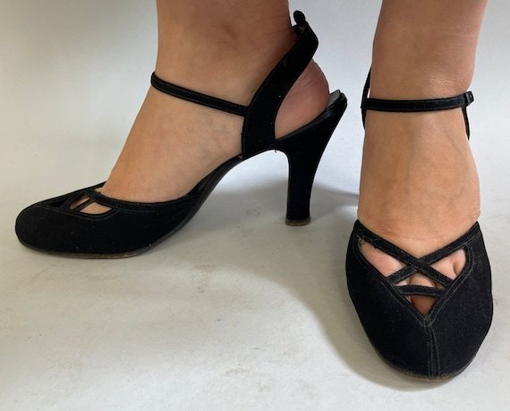 """1940s Femme Fatale Pumps 