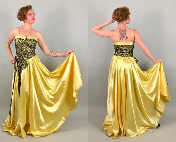 """Vintage 1950s Dress 