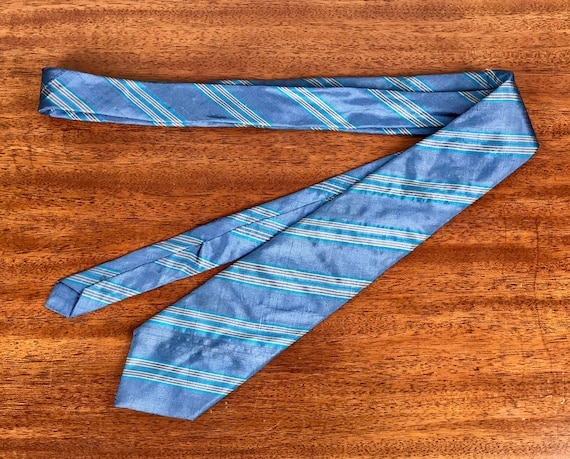 "Vintage 1950s 1960s Mens Necktie | 50s 60s Skinny Sky Blue With Teal and Beige Diagonal Stripes Thai Silk ""De-Luxe Quality by Aspen"" Tie"