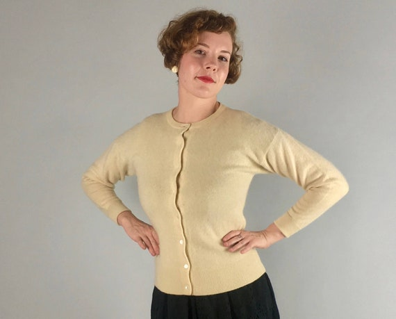 1950s 1960s Cashmere Sweetheart Cardigan | Vintage 50s 60s Cream White Button Up Sweater with Pearl White Buttons | Small