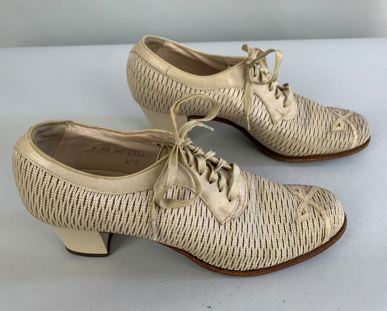 1930s Darling Doris Heels Vintage 30s Beige Tan Leather and Knit Fabric Ventilated Summer Oxford Pumps w Topstitched Bows US Size 7