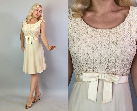 """1950s Cream Cocktail Party Dress   Vintage 50s Crinkly Lace Bodice and Tulle Skirt Evening Frock with Satin Bow by """"Leslie Fay""""   Medium"""
