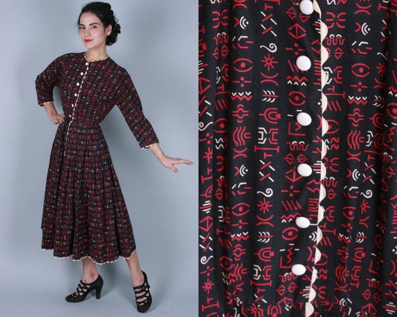 1950s Hieroglyphic Novelty Print Dress   Vintage 50s Cotton Black, Red, & White Shirtwaist Day Dress with Scalloped Trim   Extra Small XS