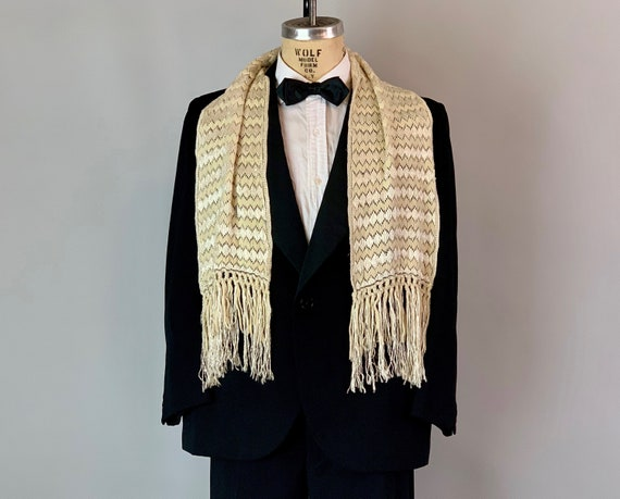 1930s Diamond Zig Zag Mens Scarf   Vintage 30s Cream White Wool and Silk Geometric Muffler Opera Formal Tuxedo Ascot w/ Extra Long Fringe