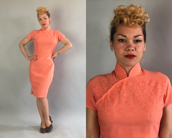 Vintage 1950s Dress   50s Salmon Pink Linen Traditional Chinese Short Sleeve Cheongsam QiPao with Embroidered Perforated Flowers   Medium
