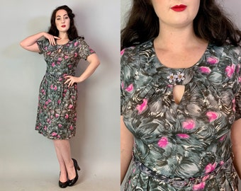 1940s Abstract Feather Frock | Vintage 40s Grey and Pink Novelty Print Jersey Dress w/ Keyhole & Floral Brooch | Large/Extra Large XL Volup