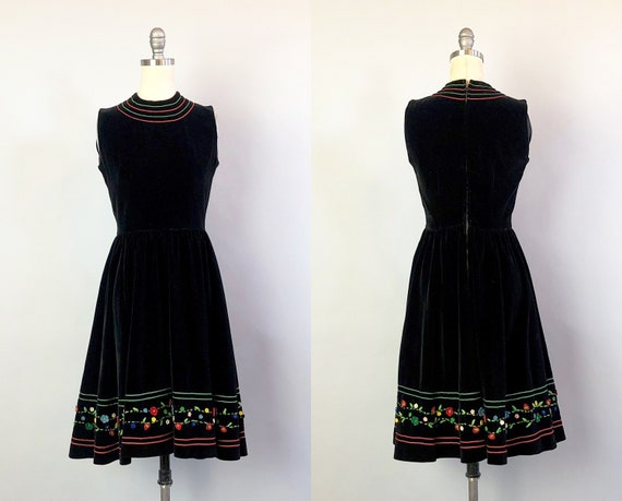 1940s 'Miss Manhattan' Party Dress | Vintage 40s Black Velvet 'Gordon Model' Dress w/Red Green Trim and Felt Appliqué | Extra Small XS