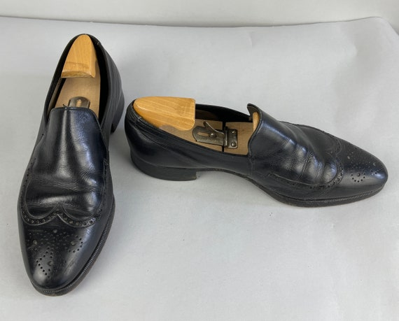 1940s Debonaire Dandy Loafers | Vintage 40s Black Wingtip Leather Lounge Slip-On Shoes with Broguing by Freeman | Size 10