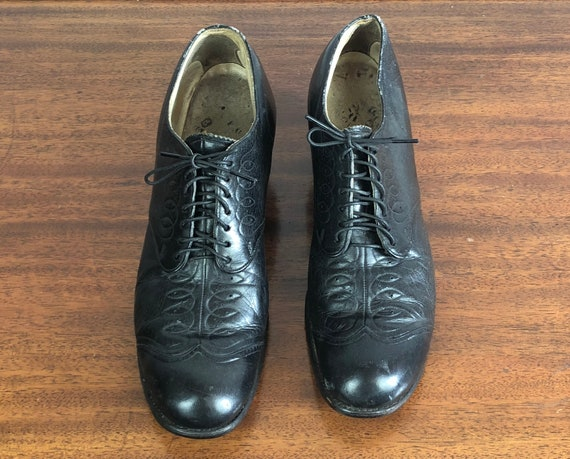 Vintage 1940s Womens Shoes | 40s Black Block Stacked Low Heel Lace up Leather Oxfords with Decorative Topstitching | US 7.5 Narrow