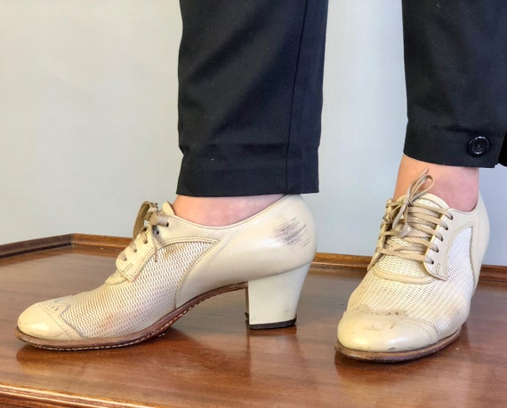 Vintage 1940s Womens Shoes | 40s Ecru Cream Ivory White Block Heel Ventilated Wingtip Heeled Leather Oxfords w/ Nylon Mesh Insets | US 7.5/8