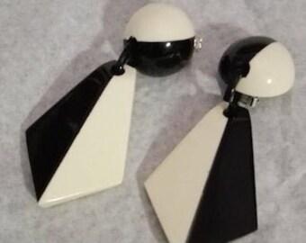 MARION GODART Paris Boucles D/'Oreilles Tortue Ray\u00e9 Noir et Ivoire Black and Ivory Striped Turtle Clip-on Earrings French Designer Jewelry