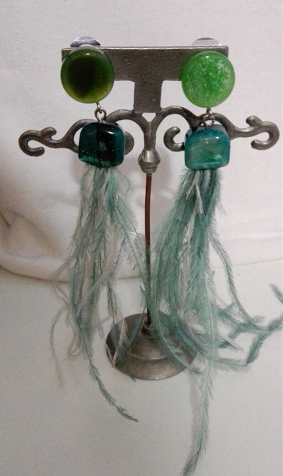 Green plastic ear clips with ostrich feathers