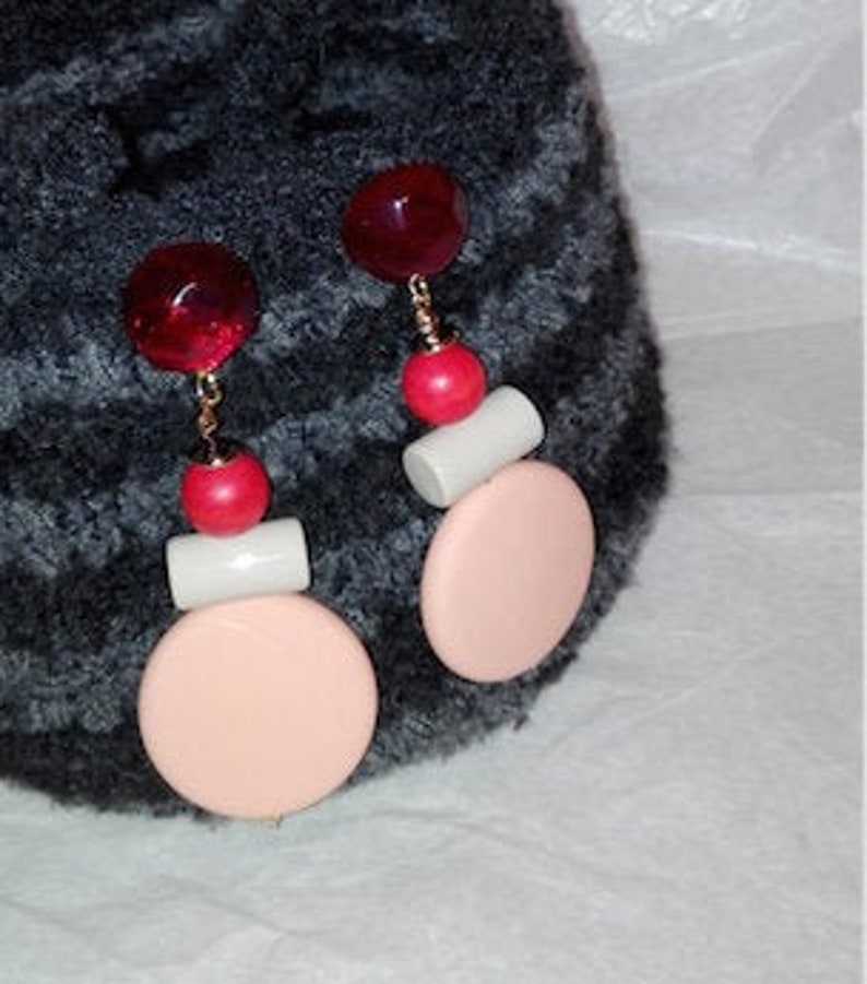 bal\u00dfpink and pale red pink light grey Very large pastel-coloured ear clips