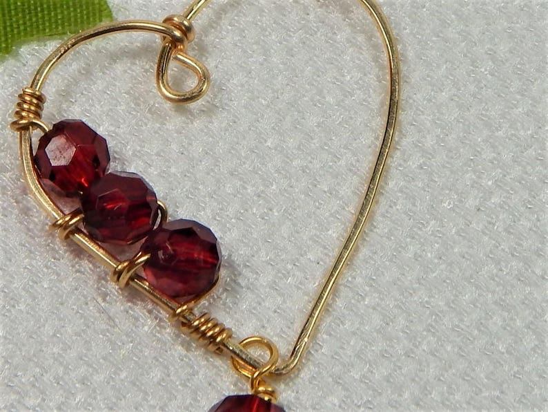 V21 Necklace Wire Heart Pendant with Red Beads Valentine Necklace
