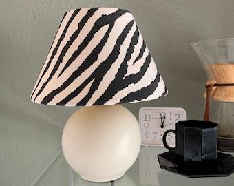 Lampe boule vintage 80's abat jour coton imprimé zèbre graphique crème lampe de chevet rétro noir et blanc