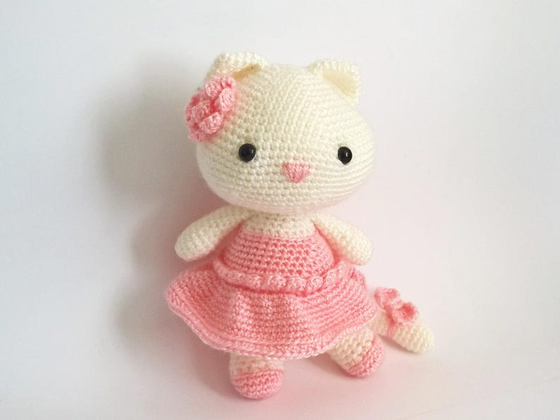 Crochet Hello Kitty Dress & Amigurumi - Free Pattern - DIY 4 EVER | 596x794