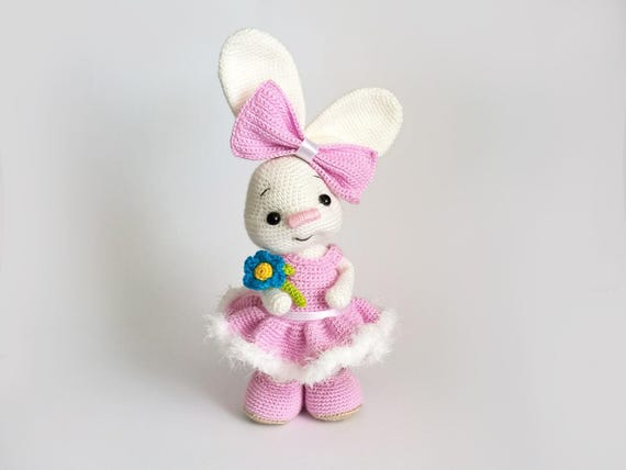 Pretty Bunny amigurumi in pink dress | Modèles au crochet de ... | 428x570
