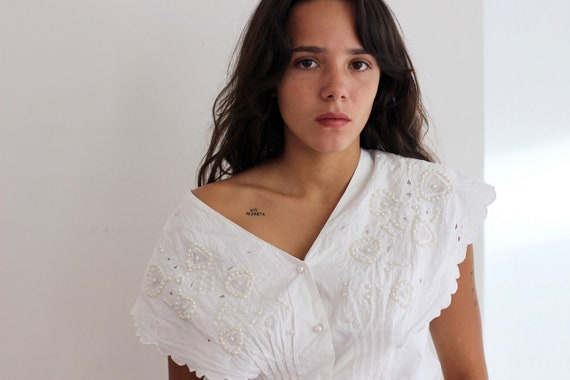 White cotton blouse / Large collar with embroidery