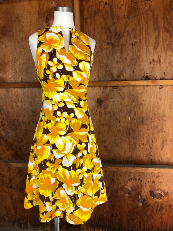 Vintage 70s Bright Yellow Floral A-Line Dress - image 10