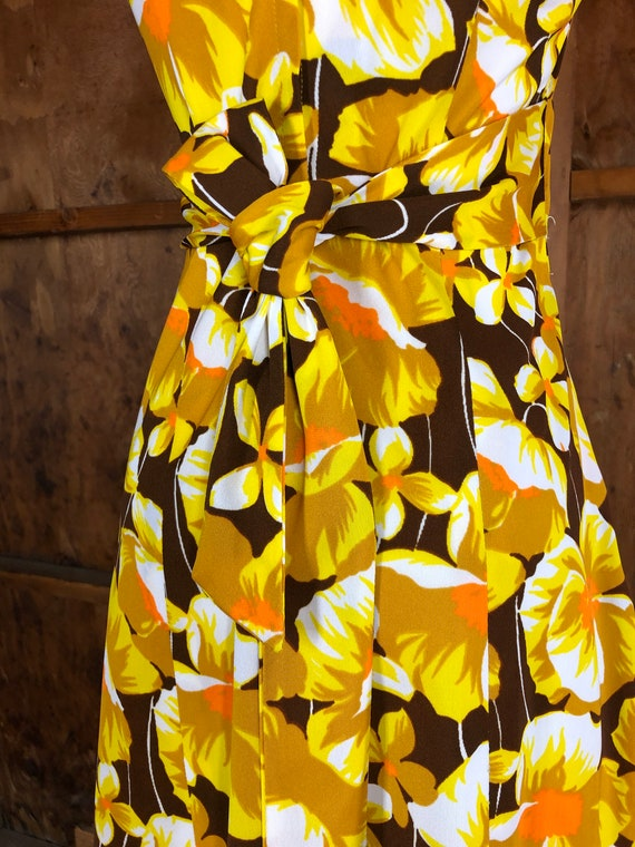 Vintage 70s Bright Yellow Floral A-Line Dress - image 9
