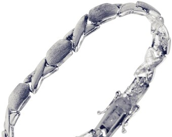 Ladies Sterling Silver Bracelet With Unique X And O Design