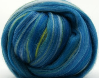 Two Ounces Extra Fine Wool Roving Sugar Candy, Color Holiday