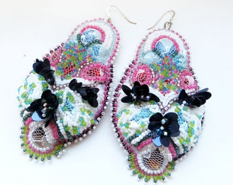 Unconventional bridal earrings with lavish bead emboidery, Big colorful jewelry trend for weddings, Unique colorblock dangle earrings