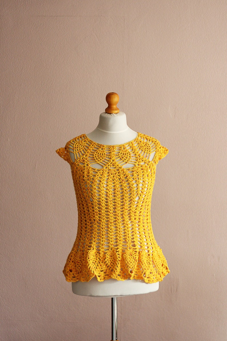 Peplum crochet top with small cap sleeves and pineapple image 0
