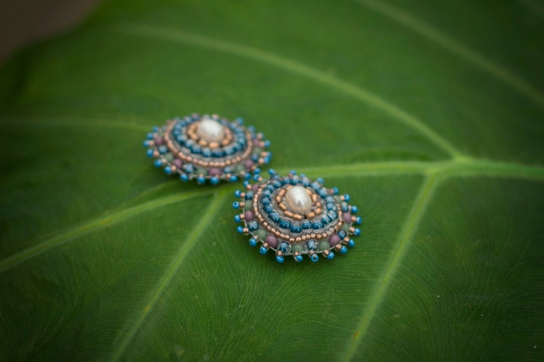 Bead embroidery clip earrings TRISTE / Candy blue natural image 0