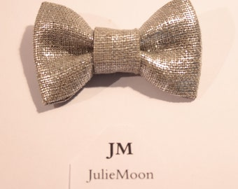 brooch silver sparkly bow (fabric)