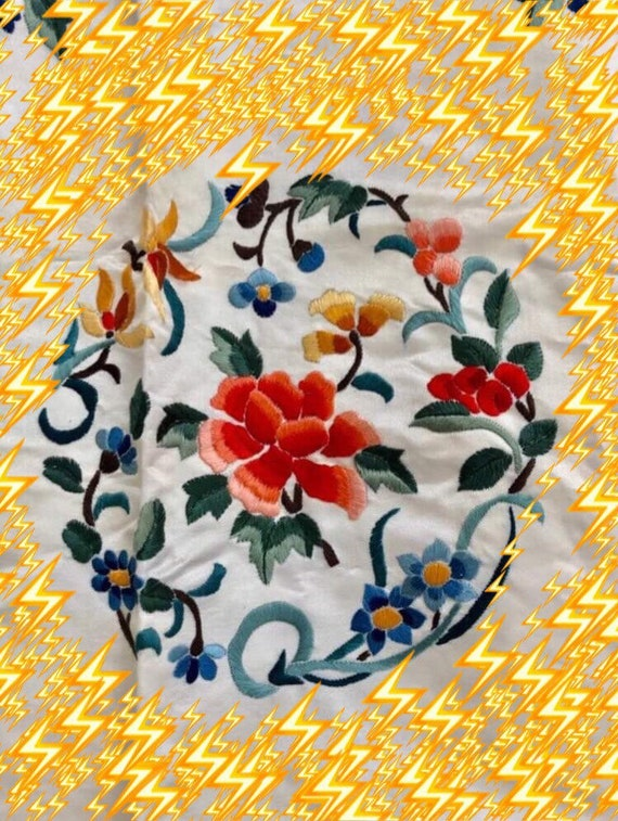Vintage hand made hand embroidered Chinese silk sa