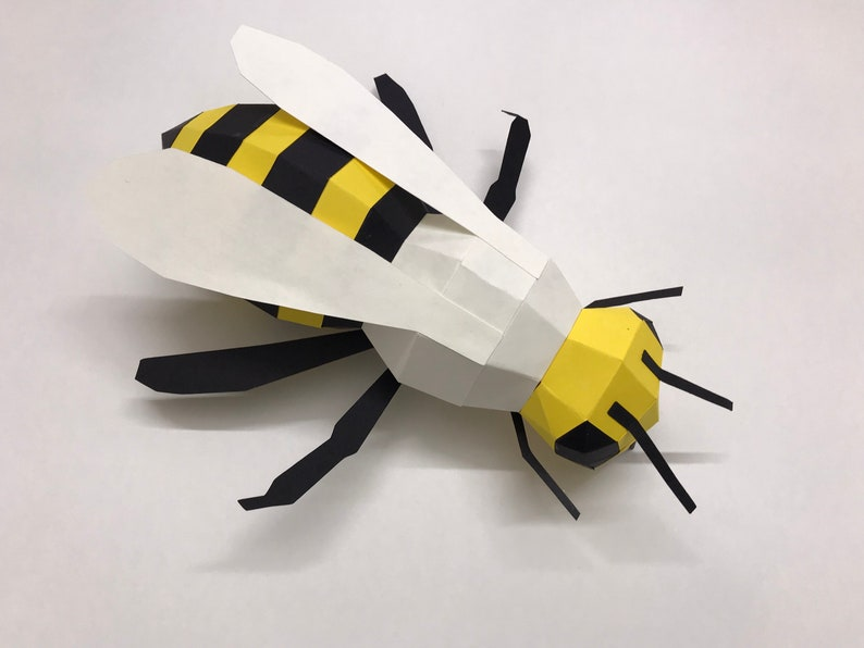 BUMBLE BEE 3D Paper model / Nursery styling / Baby shower image 0