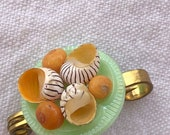 1940s Shell Brooch Vintag...
