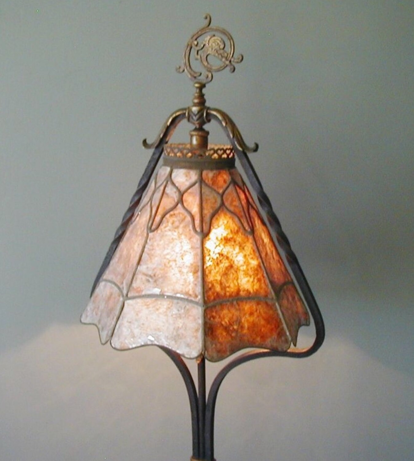 antique arts crafts mission crest lamp co chicago wrought iron floor lamp mica shade oscar bach. Black Bedroom Furniture Sets. Home Design Ideas