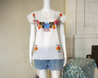 SALE** Embroidered folk folklore blouse with lace 1970s 70s **SALE