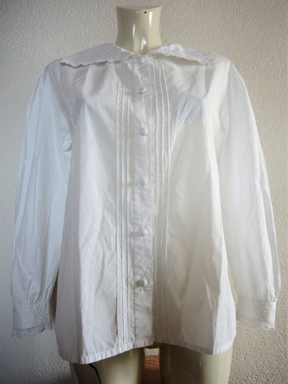 Vintage white pleated Laura Ashley blouse with lar