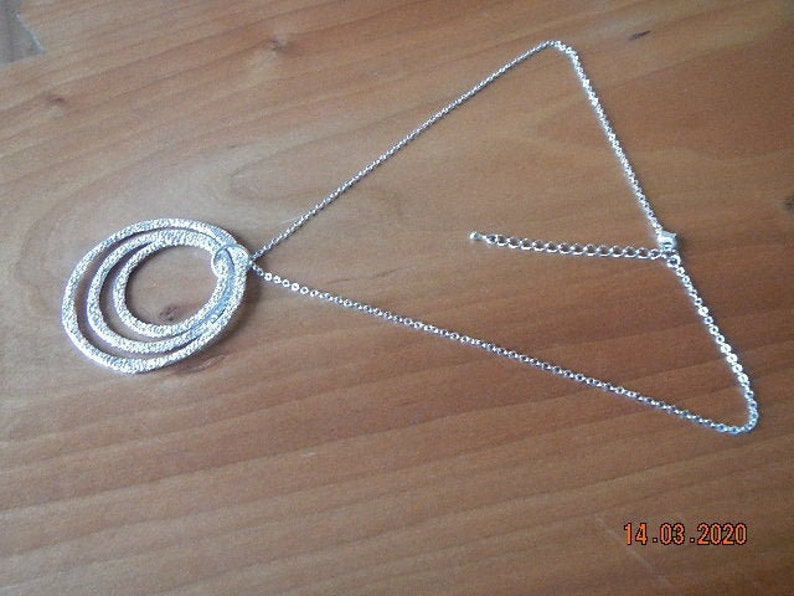 Sparkling Silver-tone Chain with Layered Pin Hammered Circle Pendants Necklace