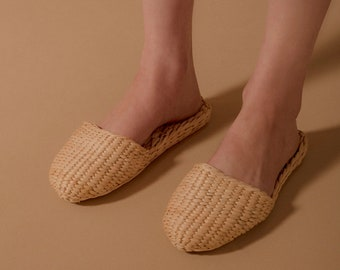 Woman's Slippers Straw slippers, straw house shoes, raffia slippers, rattan, wholesale slippers, wicker shoes, hotel slippers, raffia shoes