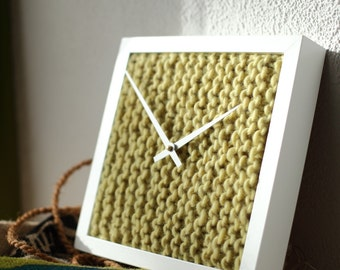 Clock with hand-knitted dial