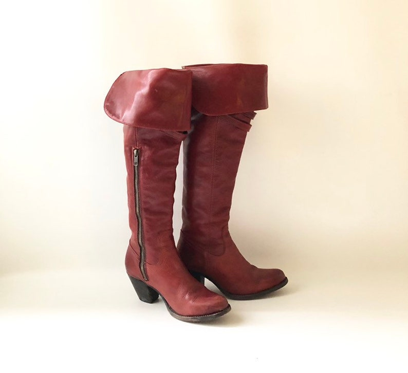 28652de6e073 Women s Red Leather FRYE Boots   Size 6