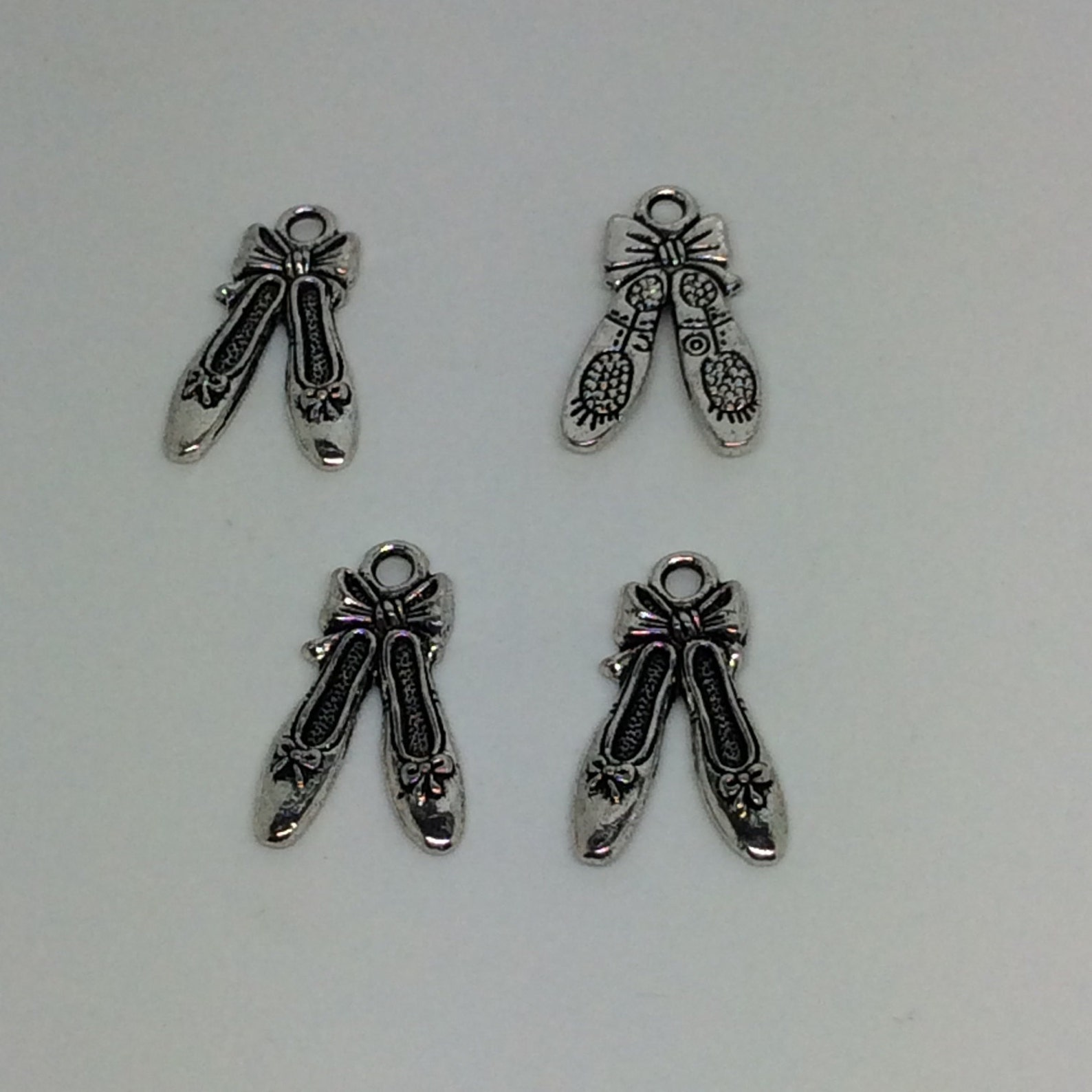 10 ballet shoes charms- 21x13 mm - antique tibetan silver tone- double sided charm- ballet theme ref. 482