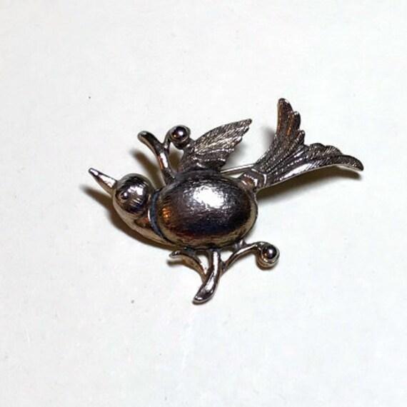 Vintage sweet bird brooch, goldtone metal bird on