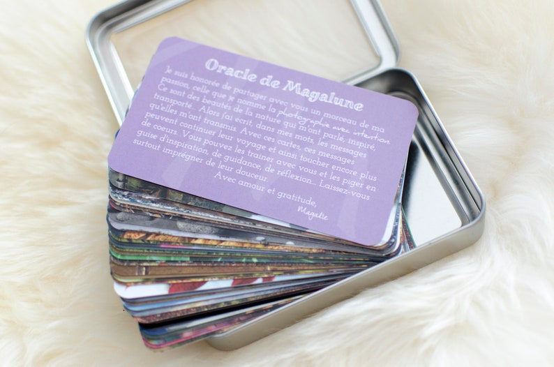 Magalune's Oracle in French  Deck of 45 cards with tin image 0