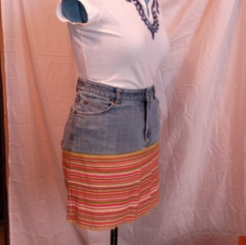 9dcdf99be Falda de mezclilla reciclado con tapiz, Calivin Klein Jeans, angustiado,  reciclado, tamaño longitud única, 8 mujeres, 18, hecha a mano